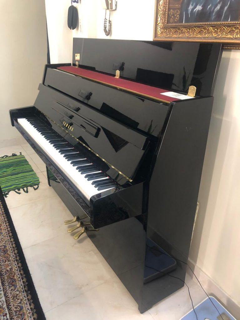 فروش فوری پیانو بدون کارکردYamaha JU109-PE به همراه صندلی اصل یاماها